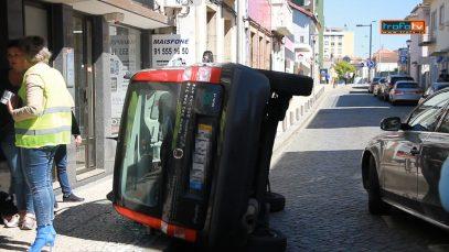 carro tombou rua conde s.bento